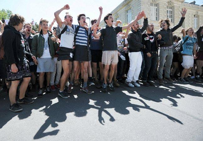 Alunos franceses se unem e vão à escola usando saias para lutar pela igualdade de gênero