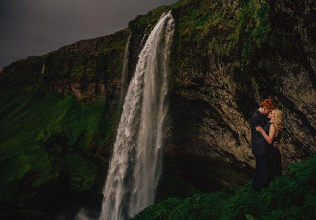 Casal inova e decide fazer álbum de casamento em meio à natureza
