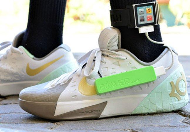Menino de 15 anos cria carregador de celular movido a passos