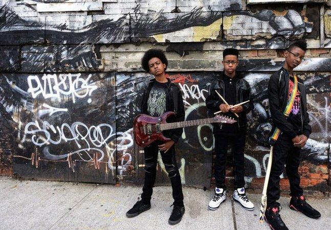 Banda de meninos com 11 e 12 anos faz sucesso no Youtube e ganha contrato milionário com gravadora