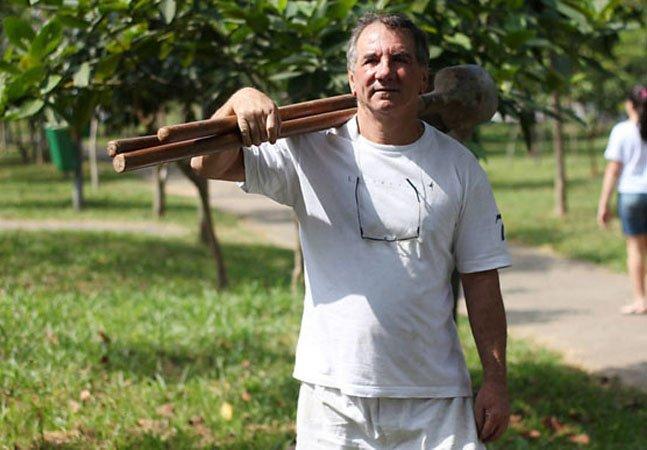 Para melhorar o espaço onde vive, aposentado planta mais de 16 mil árvores em São Paulo