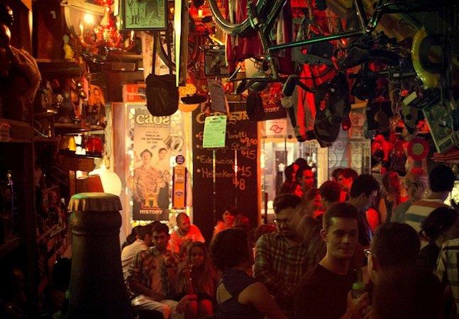 O bar e antiquário em São Paulo onde você pode comprar todos os itens de decoração