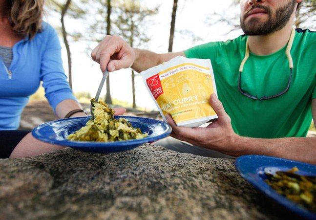 """Marca cria refeições gourmet em """"saquinhos"""" que prometem salvar sua vida nas viagens"""