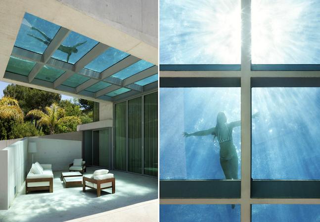 Arquitetos constroem casa com piscina no teto, fundo de vidro e vista para o mar