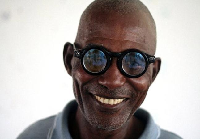 O primeiro óculos autoajustável que está devolvendo a visão para milhares de pessoas em países remotos