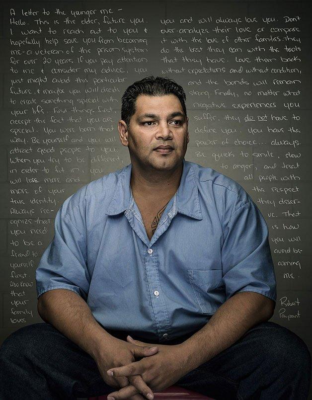 """Projeto retrata prisioneiros com cartas para seus """"eus"""" jovens"""