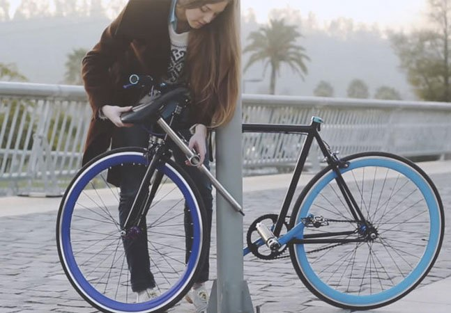 A bicicleta que dispensa cadeados e usa o próprio cano como trava anti-roubo