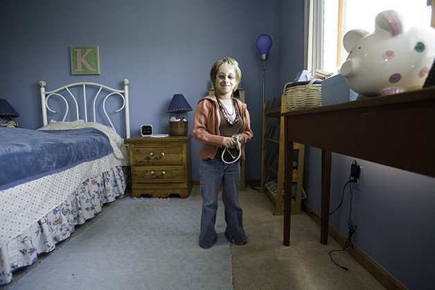 01 Kristin in room_MG_4683-2