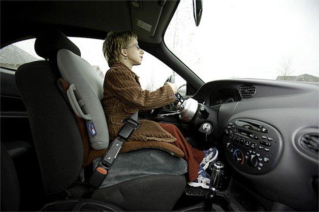 13 Kristin driving 01_L7M9447