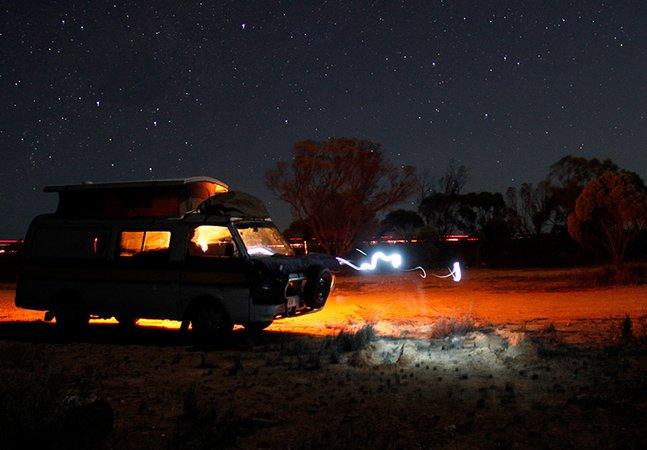 Dupla percorre 11 mil km na Austrália em roadtrip numa van