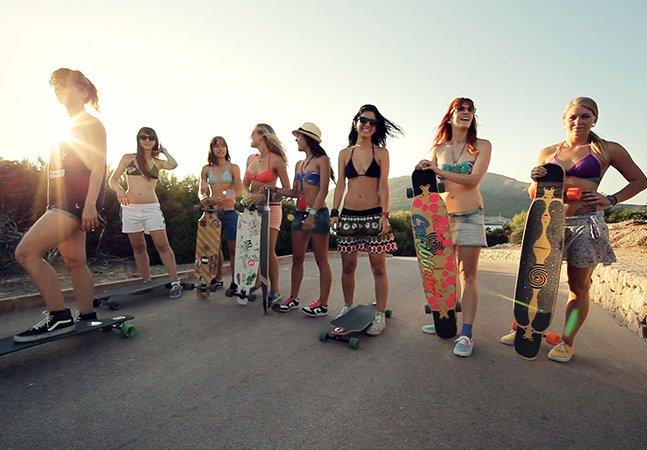 Garotas viajam milhares de quilômetros de longboard pela Espanha e registram a aventura em vídeo