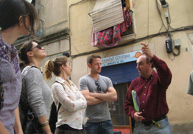 Instituição contrata moradores de rua para serem guias turísticos em Barcelona