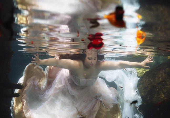 Noiva faz ensaio submerso emocionante para lidar com luto pela perda do homem com quem iria se casar