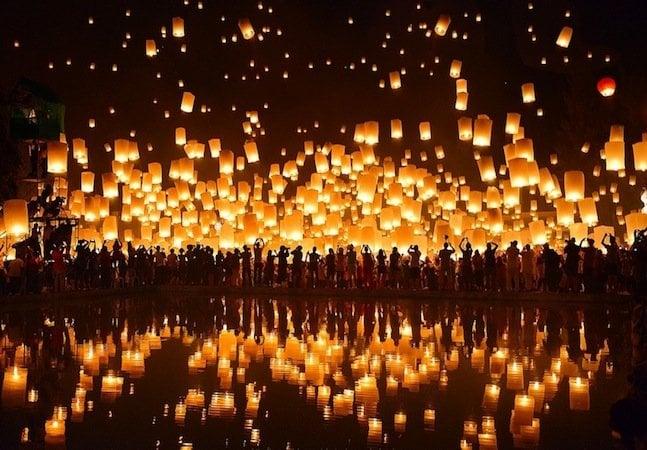 Os mágicos festivais de lanternas da Tailândia em homenagem a Buda
