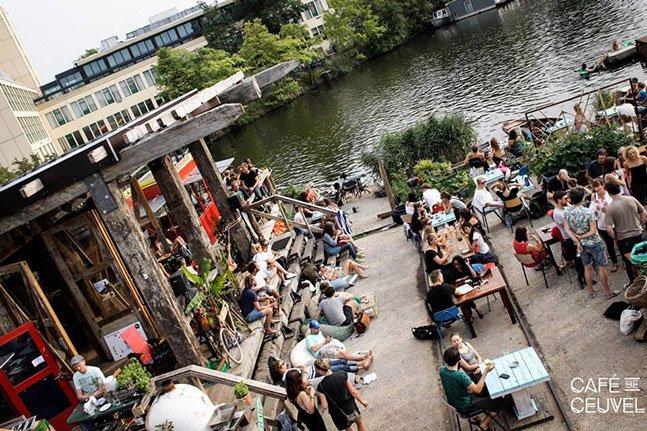 Como Amsterdã transformou um cais poluído em um espaço de arte, cultura e criatividade