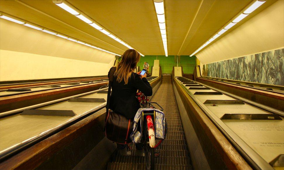 netherlands-rotterdam-bike-going-down-escalator