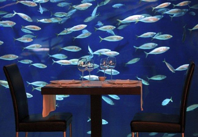 O restaurante submarino na Espanha onde você pode jantar na companhia de milhares de peixes