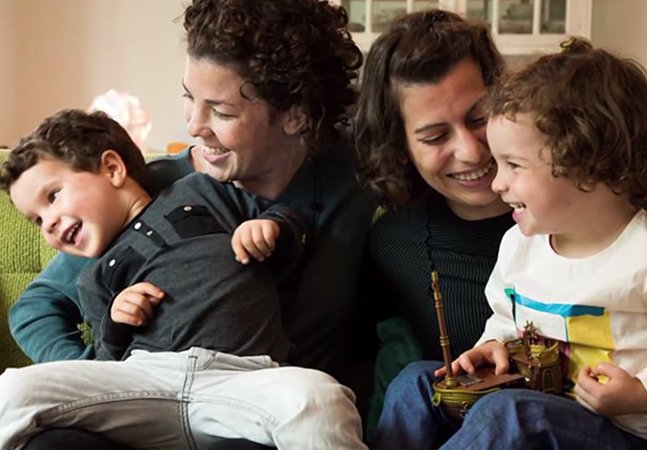 Vídeo combate preconceito ao mostrar que família é quem cuida