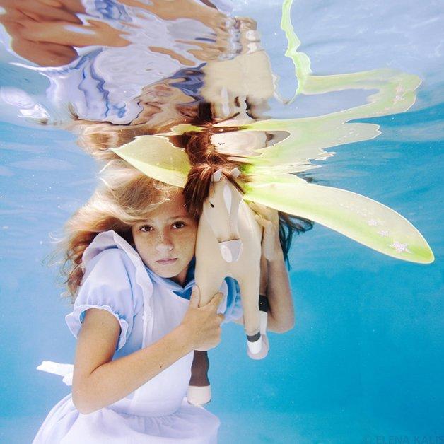 alice-underwater16
