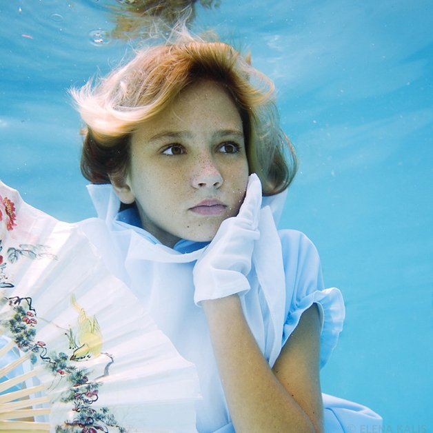 alice-underwater5