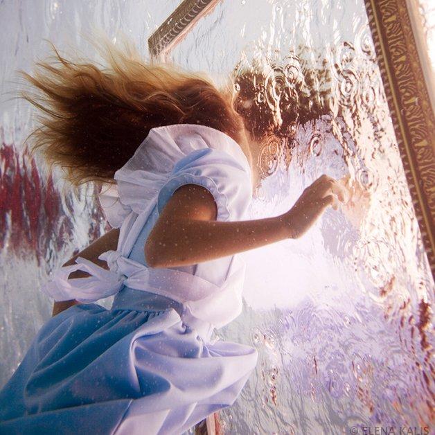 alice-underwater6