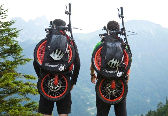 A bike dobrável que vira mochila promete mais conforto e segurança pra quem não dispensa aventura