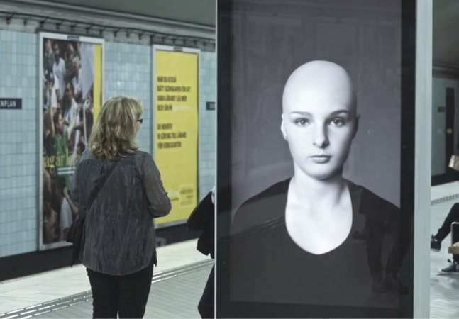 Ação publicitária criativa no metrô alerta sobre câncer infantil