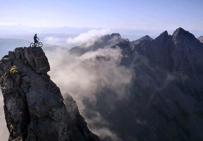 Vídeo mostra atleta em descida épica de montanha paradisíaca na Escócia e se torna viral