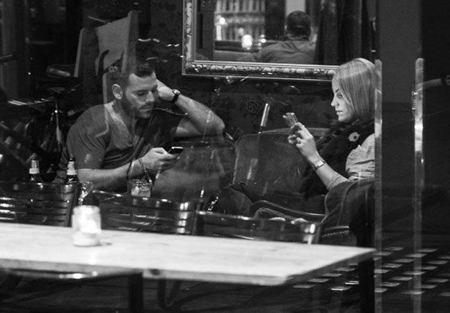 Fotógrafo sai pelas ruas para captar a obsessão pelos smartphones