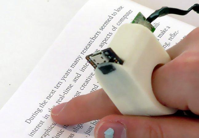 Anel inovador permite que pessoas cegas consigam ler qualquer livro