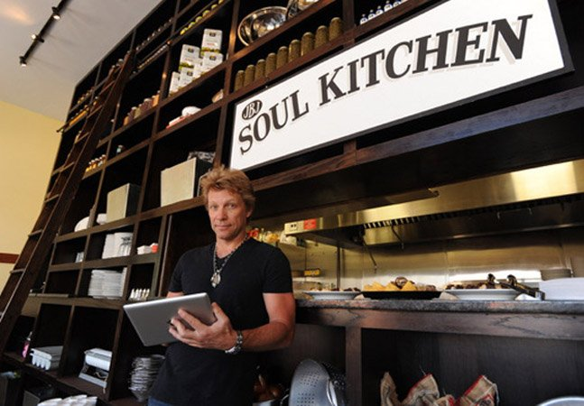 Músico Jon Bon Jovi cria restaurante comunitário sem preço que ajuda pessoas em necessidade