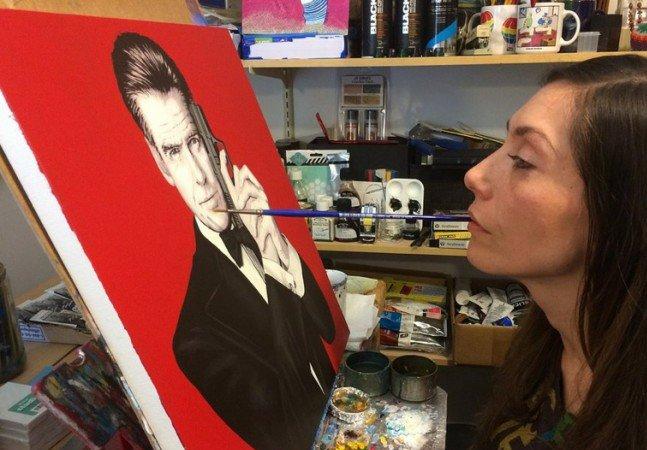 Nem o fato de ter ficado paraplégica impediu esta artista de continuar a pintar