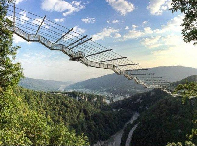 Rússia inaugura a maior ponte suspensa do mundo com base para bungee jump