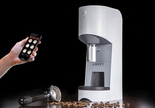 Cafeteira controlada por smartphone deixa seu café pronto antes de você chegar na cozinha