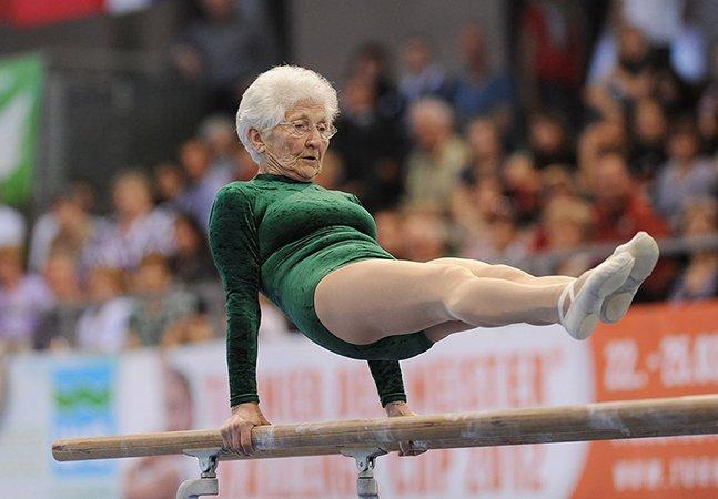Conheça a ginasta mais velha do mundo que aos 88 anos mantém o amor pela profissão