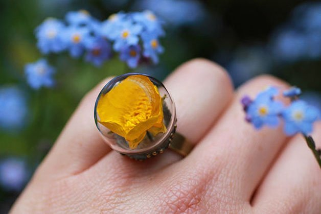 Poetic-Jewels-Containing-Real-Flowers-11