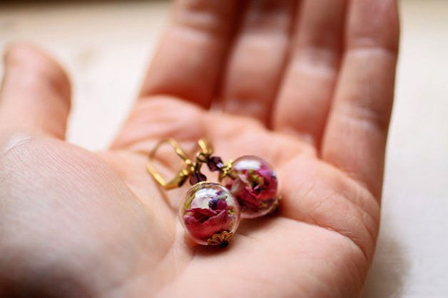 Poetic-Jewels-Containing-Real-Flowers-22