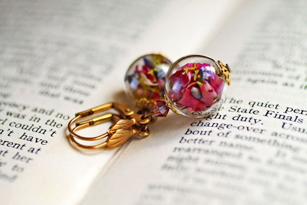 Poetic-Jewels-Containing-Real-Flowers-23