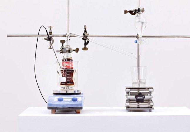 Inventor cria máquina que transforma refrigerante em água potável