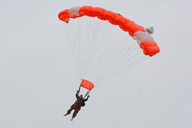 100-anos-paraquedas5