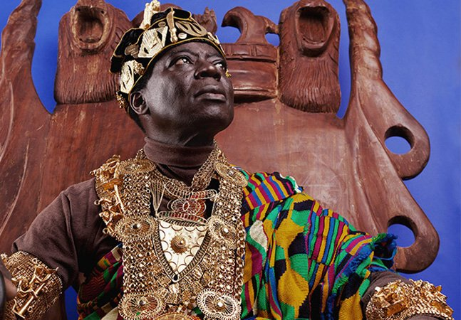 O rei africano que mora na Alemanha e governa via Skype