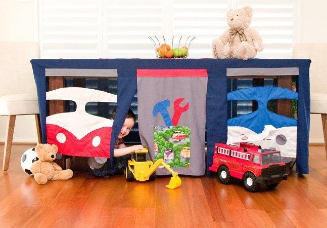 Toalha de mesa criativa vira cabana para as crianças