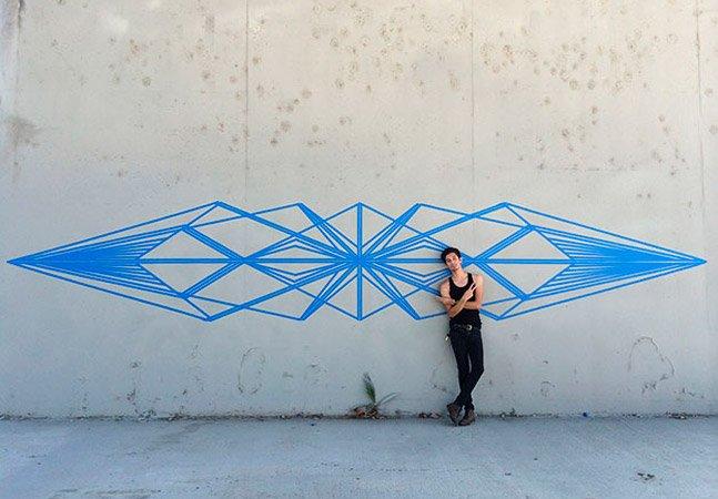 Artista brasileiro usa fita adesiva para criar fantásticos murais pelas ruas