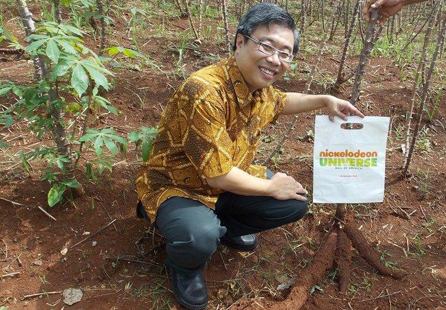 Empreendedor produz plástico biodegradável feito a partir de tapioca