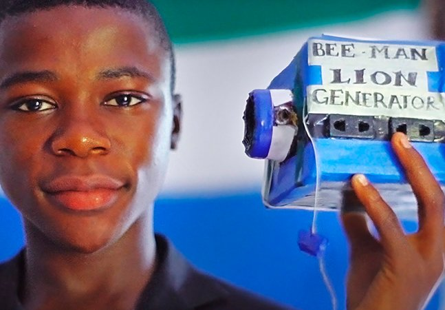 O garoto de Serra Leoa que constrói aparelhos eletrônicos com o que encontra na lixeira