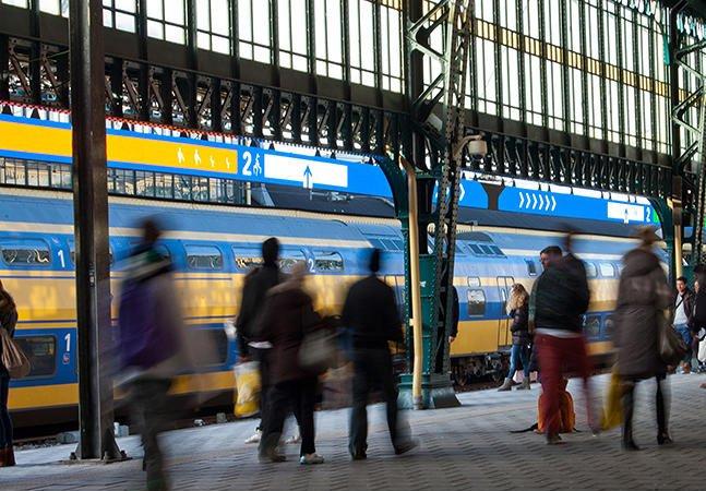 Painel inovador na Holanda avisa qual o melhor vagão do trem para embarcar