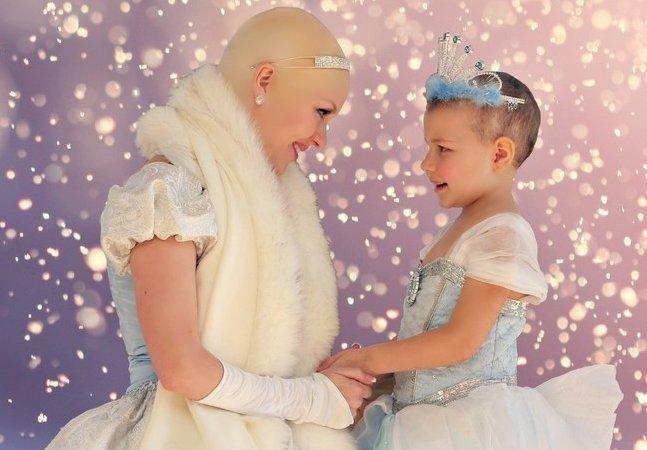 Cinderela sem cabelos faz surpresa para garota de 5 anos com leucemia