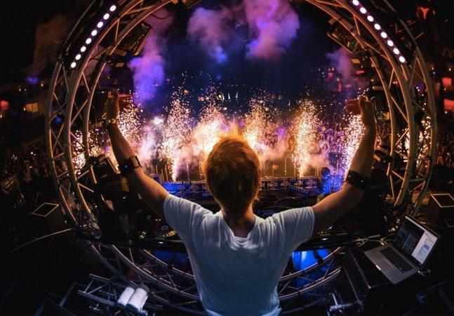 DJ usa bracelete inteligente para controlar luzes, efeitos e até a música em shows