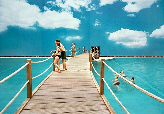 Fotógrafo retrata o estranho mundo das viagens de férias falsas