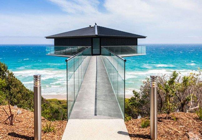 A casa dos sonhos na Austrália que parece flutuar sobre o mar
